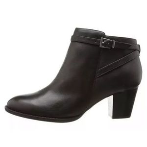 Vionic upton black leather ankle booties sz 6
